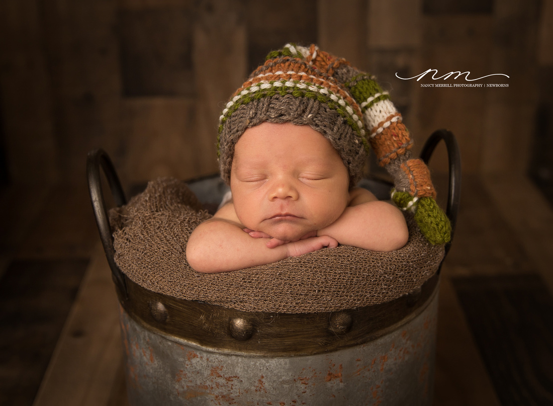 030418nancymerrillphotography-mainenewbornphotographer-maineportraitstudio-newenglandnewbornphotographer-cutebabyboy-babytoes-newborninbowl-babyboywithbear-mainebabystudio-mainebabysession copy.jpg