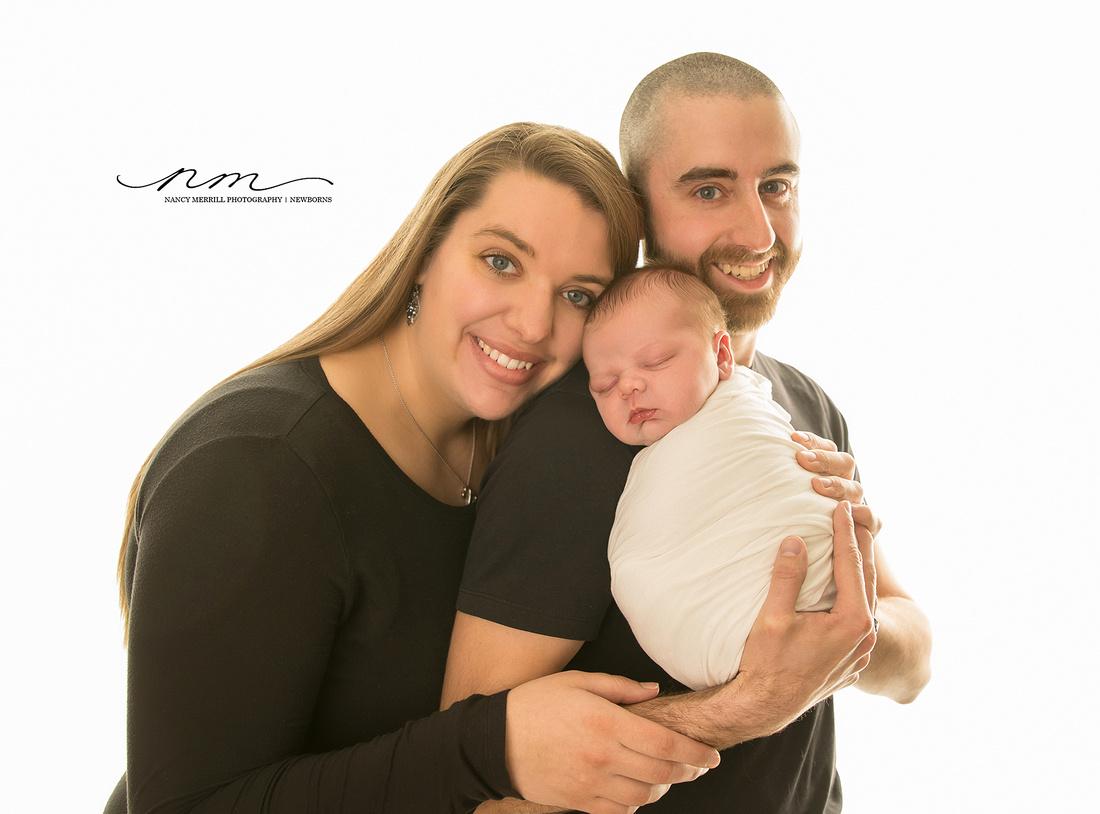 04042018-mainenewbornphotographer-mainebabyphotographer-mainebabystudio-babyboy-familyposing-newbornposing-indaddysarms-